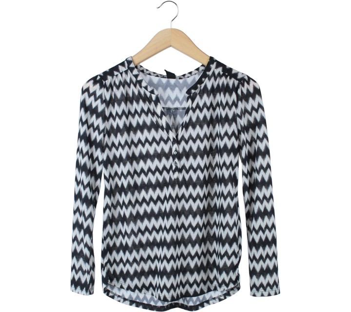 H&M Dark Blue And White Zig-Zag Blouse