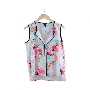 White Floral Front-Pocket Sleeveless Blouse