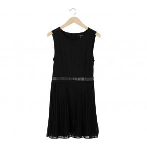 Forever 21 Black Pleated Sleeveless Mini Dress