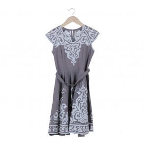 Putri Malu Grey And White Mini Dress