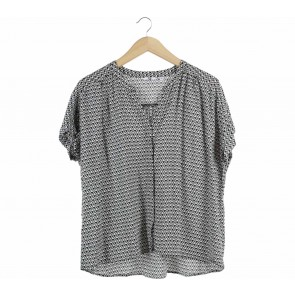 UNIQLO Black And White Patterned Blouse