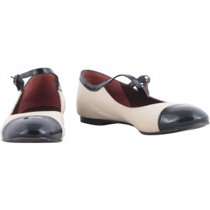 Marc By Marc Jacobs Off White Flats