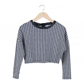 Pull & Bear Black And White Plaid Cropped Blouse