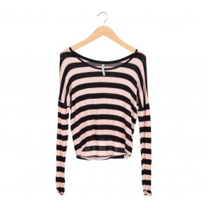 Stradivarius Black and Pink Striped T-Shirt