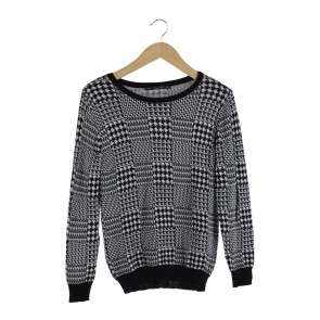 Zara Black And White Houndstooth Sweater