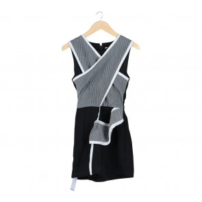 (X)SML Black And White Striped Sleeveless Jumpsuit