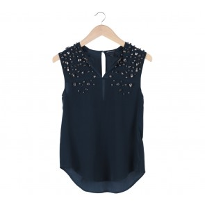 Embellesih Buttonhole Sleeveless Top