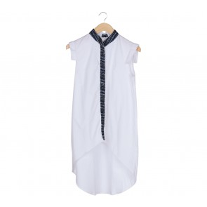 Mec´s White Asymmetric Sleeveless Blouse