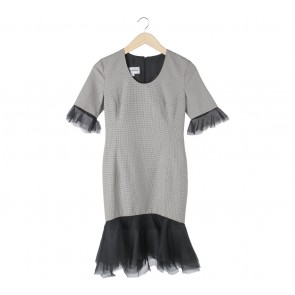 Stellarissa Black And Cream Houndstooth Yardena Midi Dress