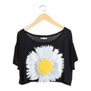 Forever 21 Black Crop T-Shirt