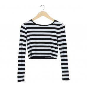 Stradivarius Black And White Striped Cropped T-Shirt